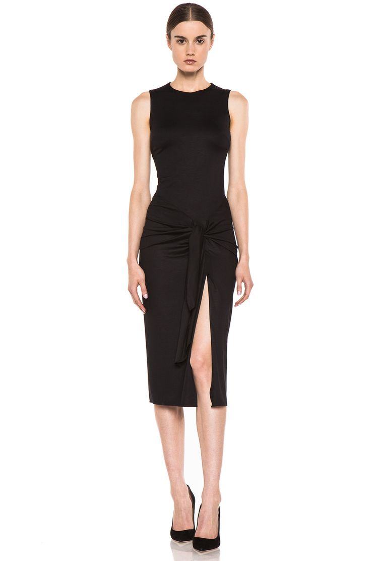 Sarong Dress – Cushnie et Ochs. Ah! One of the worries about a sarong is the tie…