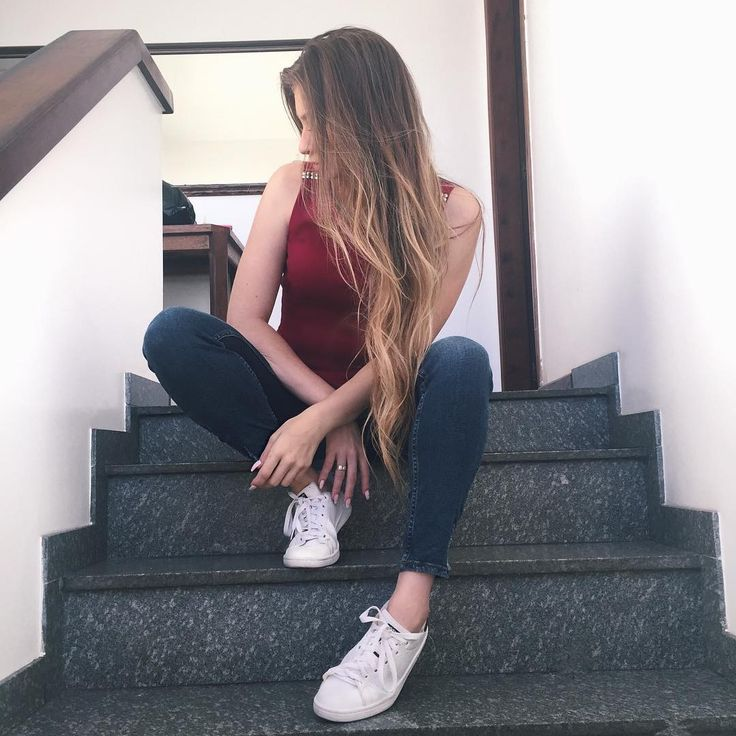 "678 Likes, 14 Comments - Luiza Gomes (@luizagomess) on Instagram: ""De boa sentada na escada """