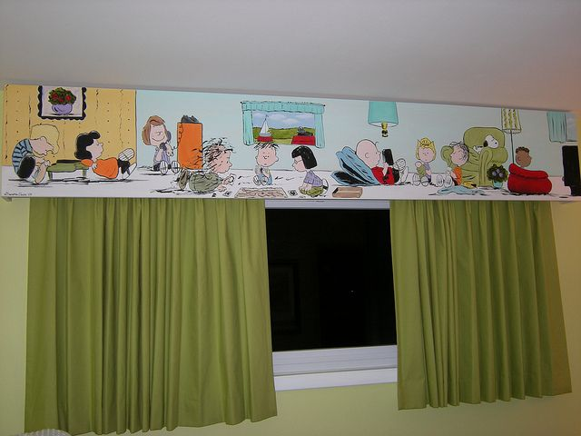 Neat curtain idea for a Peanuts theme