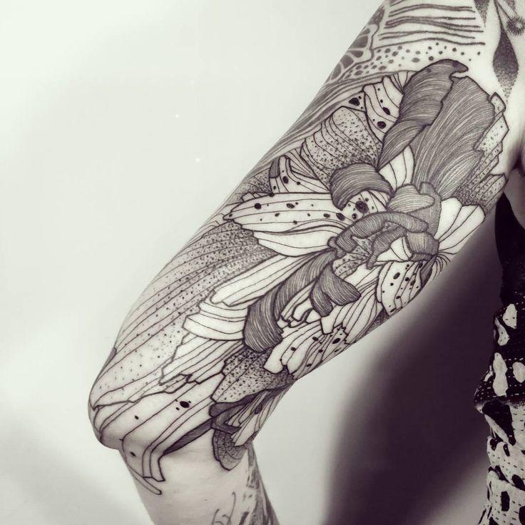 Massive Wild Flower!  Done @empreinte_bodyart - Lyon ! #wildstyleflower #wildflower #flowerstattoo  #fleur #tatouagedefleur #tatoueur #tattooer #tattooer #tattooartist #tattooart #tattoodesign #artistetatoueur #inkedbyguet #design #dotwork #dotworker #dotworktattoo #designtattoo #guet #graphism #graphictattoo #blackwork #blacktattoo #blackworker #blacktattooart #sorrymummytattoo #empreintebodyart #lyon #tattrx #tttism