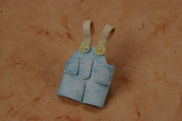 Porcelain Blue Overalls Pin Min.24 pcs