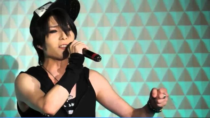 "Tsukasa singing a traditional japanese song. You can see the video on youtube (""THE MICRO HEAD 4N´S - Tsukasa sings Enka""). His voice is gorgeous! This guy can not only play the drums, he can also sing!-but he´s not a singer"