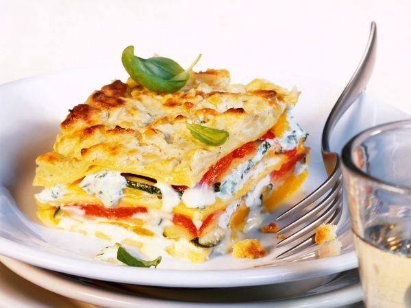Goudgele laagjes met een romige vulling - Libelle Lekker!    lasagne met paprika en pijnboompitten