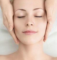 Нет женщин, которые бы не нервничали из-за нежелательных волос на лице. Большинство из них имеют усики над верхней губой. Выщипывание и воск дают только временный эффект. Но, есть одно естественное и эффективное решение. Женщины на Востоке используют этот метод на протяжении веков. Компоненты: — 2 столовые ложки меда — 1 столовая ложка овсяной муки — […]