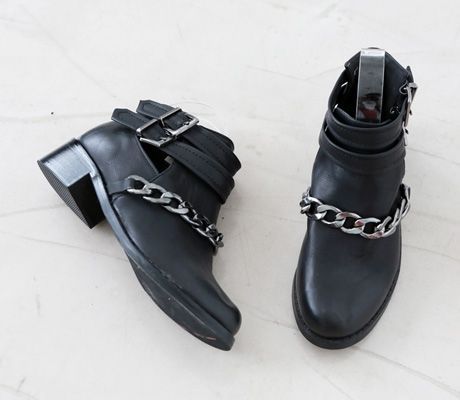 Loveliness of the female clothing shop. [Whitefox] Teik stub boots / Size : 37 / Price : 30.27 USD #korea #fashion #style #fashionshop #apperal #koreashop #ootd #whitefox #shoes #boots #dailyshoes