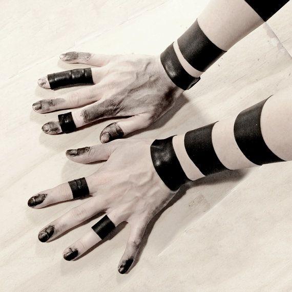 Unisex bracelets set black strip stretch leather by Rannka on Etsy