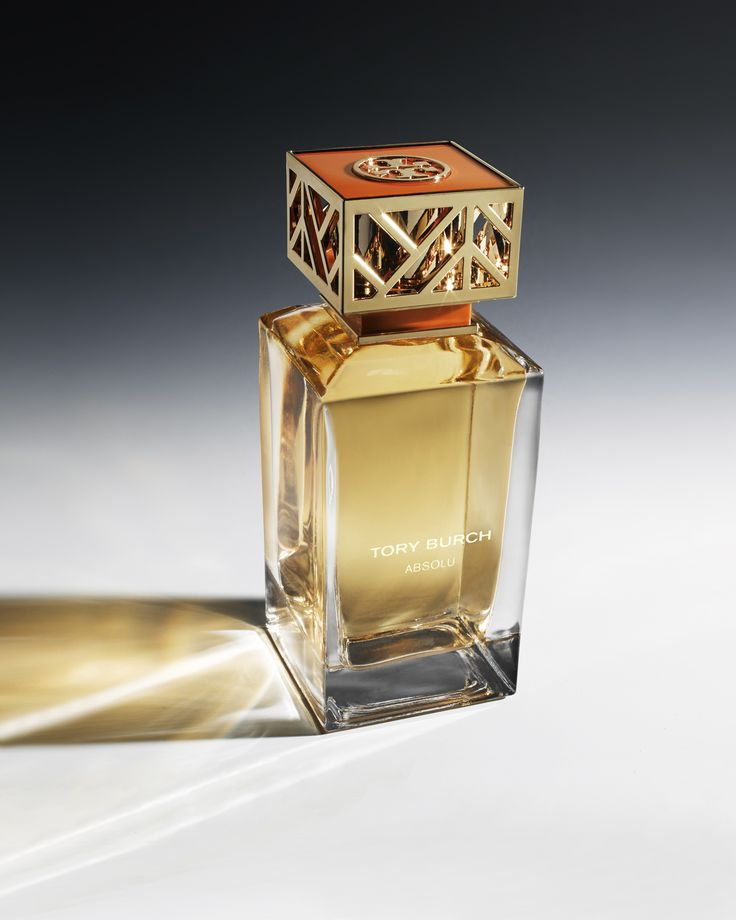 Absolu, the new fragrance from @ToryBurch intensifies the classic elements of her first fragrance. Modern and sophisticated. Masculine and feminine. Fresh tuberose, pink pepper and pure rose—grounded in earthy vetiver and sandalwood. A bold and dynamic mix in a super-chic glass bottle with a signature fretwork top.