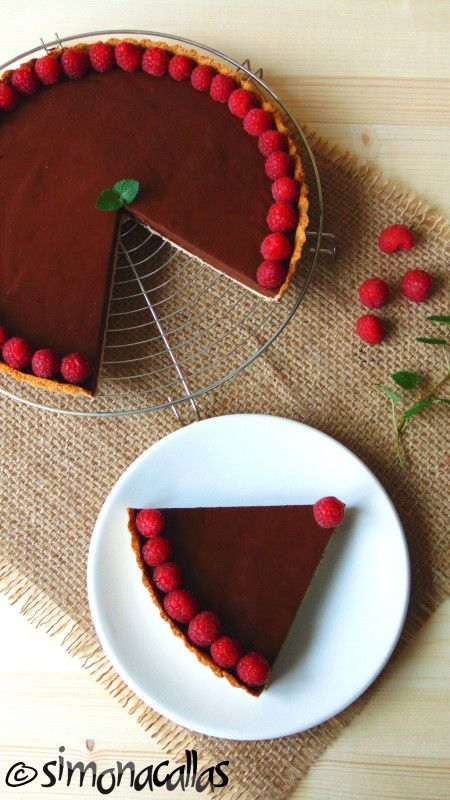 This tart is special. It doesn't contain flour nor sugar. It's a dietetic tart...