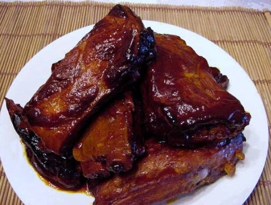 So easy but very delicious. They just fall off the bone. Broiling them first keeps them from being greasy. From the Rival Crock-pot Cookbook.