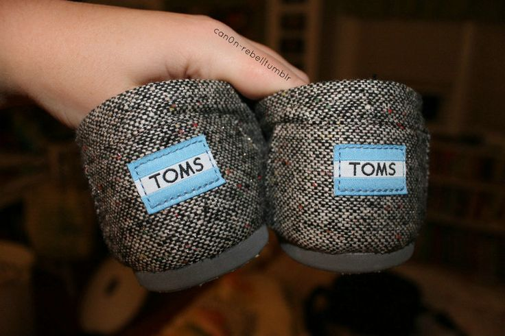These world map painted TOMS will compliment any adventurers outfit. Whether��