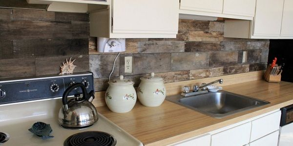 How To Install A Pallet Wood Back Splash: Kitchens, Pallet Backsplash, Back Splashes, Reclaimed Wood, Wood Pallet, Kitchen Backsplash, Pallets, Kitchen Ideas