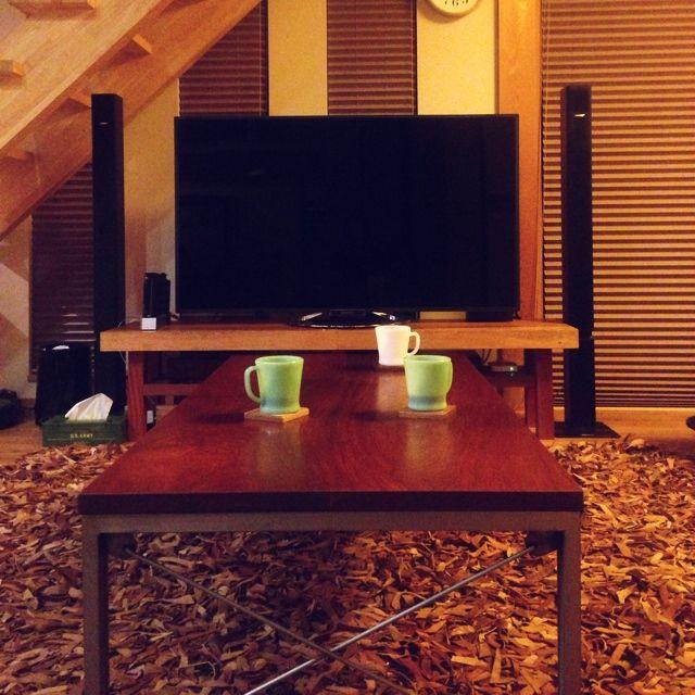 Zubekeさんの、BOSE,仕事疲れた꒰ ×͈௰×͈̣ㆀ꒱՞,鉄脚テーブル,スピーカー(BOSE),テレビ台(ケヤキ),レザーラグ,ファイヤーキング,お茶中(๑˃̵ᴗ˂̵)و,リビング,のお部屋写真