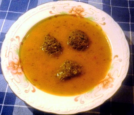 Édesburgonyás sütőtökleves spenótos amarántgaluskával