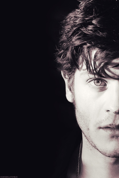 Iwan Rheon - this night I dreamed I was still in school and he was in my class :D I love him. Also, the eyes...