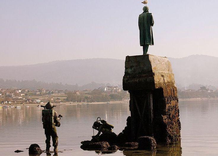 Monumento celebrativo dell'opera di Verne a Redondela in Galizia