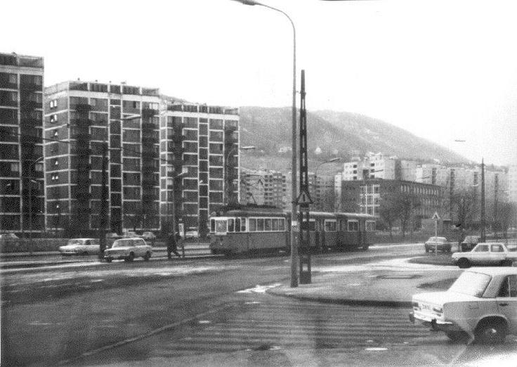Óbuda, Vörösvári út