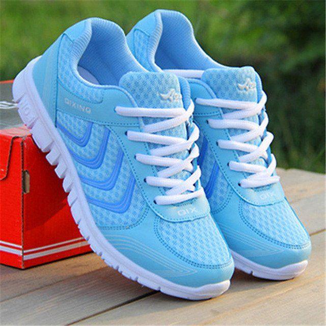 Scarpa sportiva traspirante donna utilizzabile per attività fisica all'aperto, in palestra o semplicemente per fare una passeggiata al parco. Tipo dell'articolo