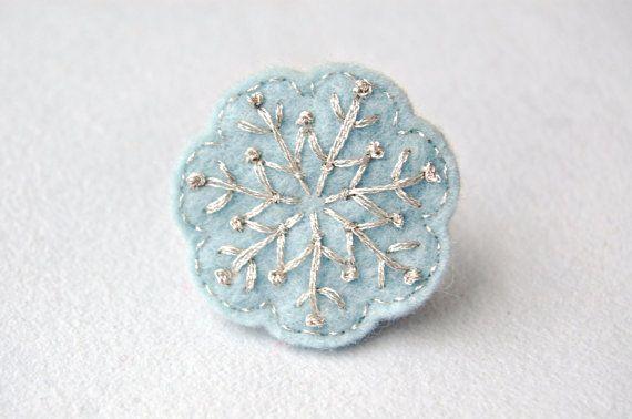 Anillo de copo de nieve azul por SewSweetStitches en Etsy