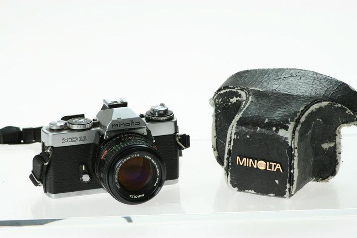 kleine Kamerageschichte: Die XD11 wurde seit 1977 unter diesem Namen nur in den USA verkauft. In Deutschland hatte sie die Bezeichnung XD7 (in Japan XD). Sie war die erste Minolta Spiegelreflexkamera, die mit Zeit- und Blendenautomatik geliefert wurde.