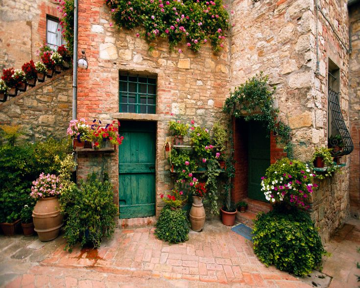 Tuscan front porch: Green Doors, Houses, Tuscan, Love Inspiration, Beautiful Places, Patio, Tuscany Italy, Flower, Front Porches
