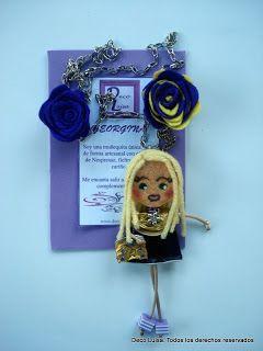 Con dos rosas y bolso de pedrería. Aviso estas muñecas no se pueden copiar, están registradas.