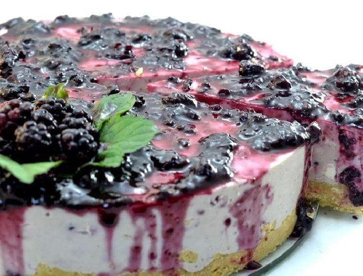 Cheese cake de moras cuyos ingredientes están excelentemente equilibrados logrando un postre de increíble sabor