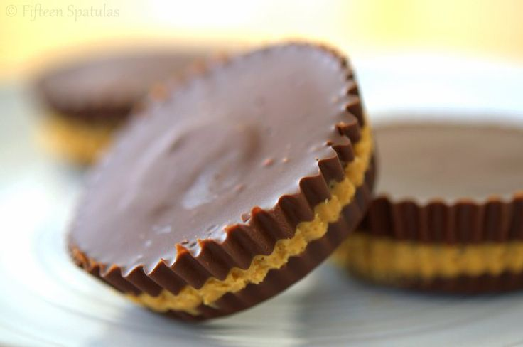 Homemade Peanut Butter Cups from scratch are easy to make, and you can make it using natural peanut butter and good quality chocolate! Via www.fifteenspatulas.com
