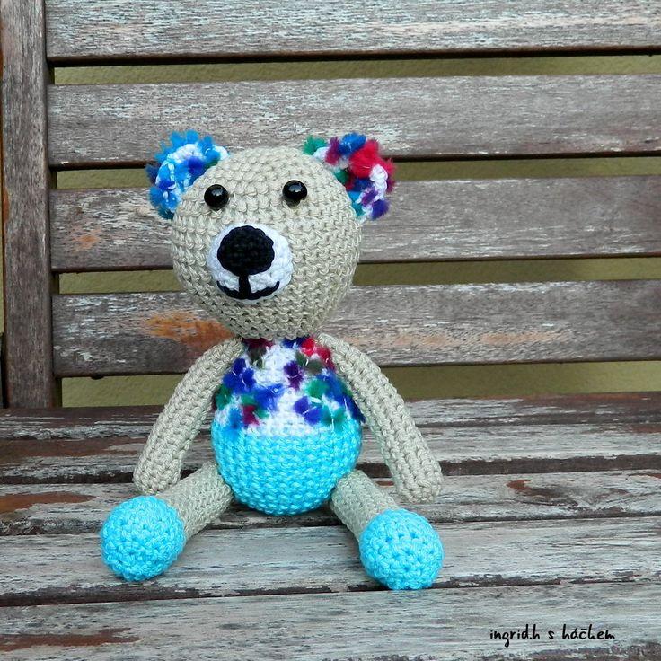 Medvídek Lumpur Háčkovaný autorský medvídek ze 100% bavlněné příze plněný dutým vláknem. Vyroben dle vlastního návodu i návrhu.