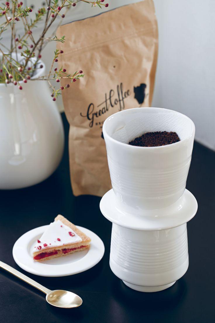 Baristo er navnet på Kählers keramiske kaffebrygger, der uden sidestykke nu gør det muligt at servere fantastisk kaffe hjemme, med fuld skrue på både æstetik og velsmag.