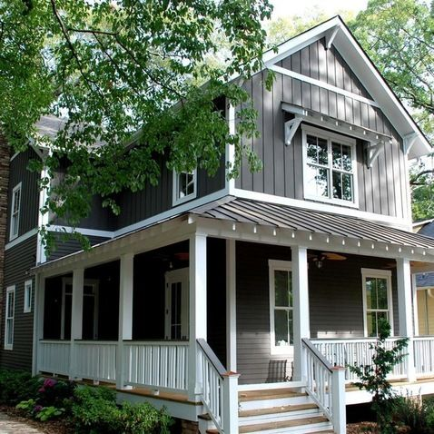 looks like a craftsman/modern farmhouse - love it