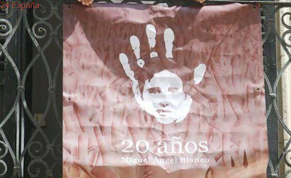 Cuelgan una pancarta por Miguel Ángel Blanco en el Ayuntamiento de Alicante tras la negativa del Gobierno local