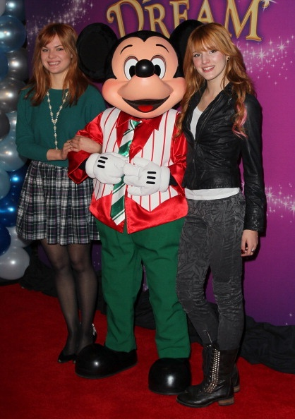 """.@AnythingDiz - @BellaThorne, Kaili Thorne and Mickey at the opening night of @Disney on Ice's """"Dare to Dream"""""""