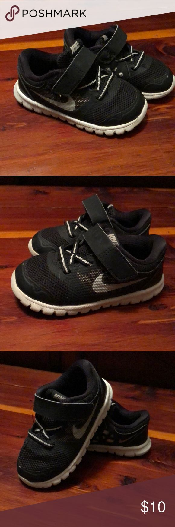 Nike Flex Infant Toddler Shoe Size 7 Gently worn, no holes, rips, or stains. Little nick on toe (see pic). Very cute! Nike Shoes Sneakers