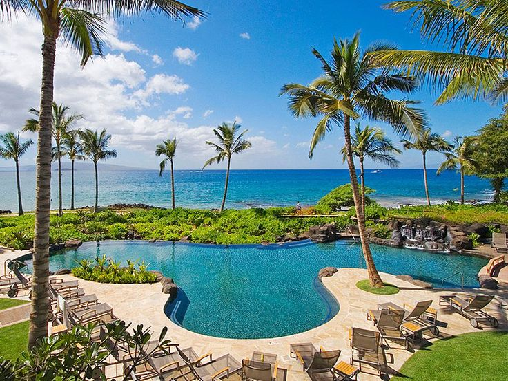 Condé Nast Traveler readers rate their favorite resorts in Hawaii. Which island is home to the top property? Is your money on Kauai or Maui?