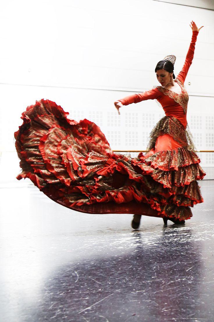 "Bata de cola para el espectáculo ""Zaguán"" Ballet Nacional de España. Diseño MadMoiselle by Yaiza Pinillos"