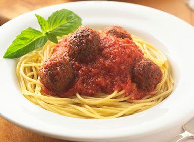 Découvrez notre classique, les spaghetti aux boulettes de viande Catelli®. Un plat chaud et nourrissant, toujours approprié pour le souper.    Conseils Congeler le reste de sauce et de boulettes de viande pour un autre repas.