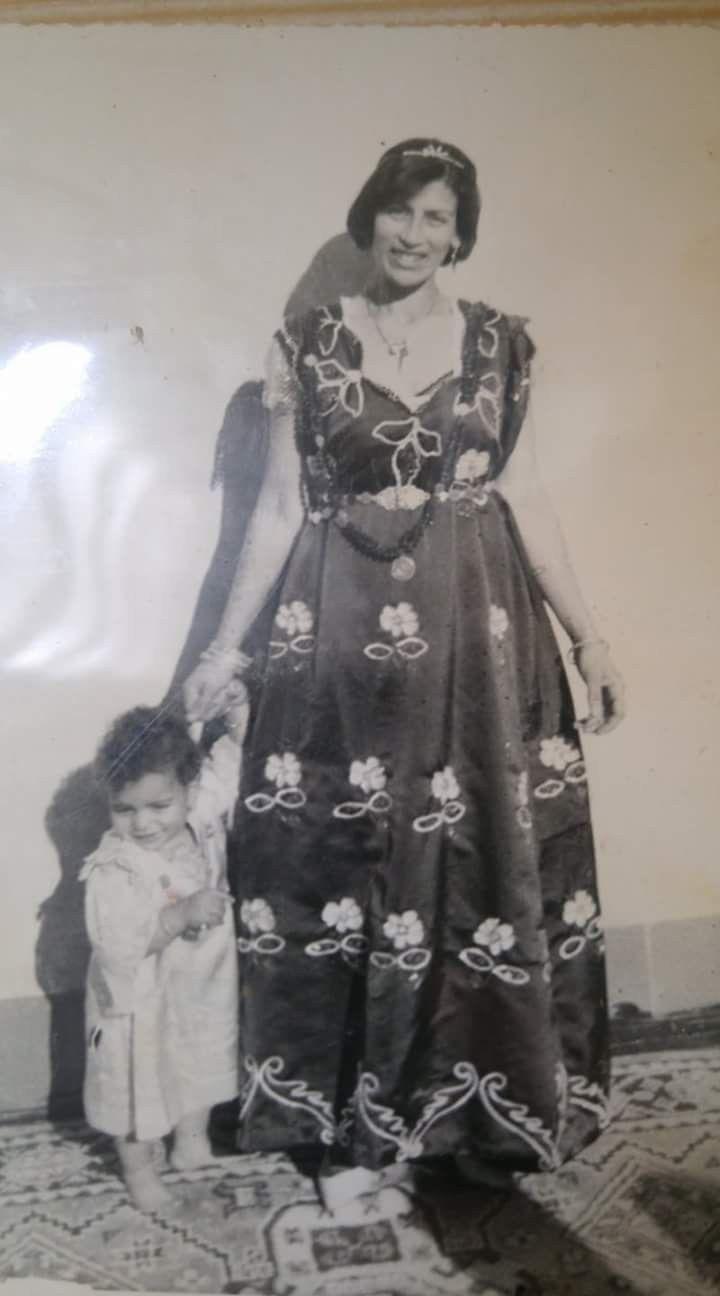 Algeria Bonoise En Gandoura De Fete Vers Les Annees 60 Traditional Dresses Victorian Dress Traditional Outfits