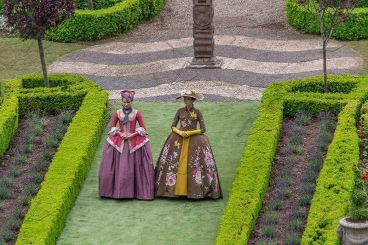 New #Outlander S2 #BtS wt @caitrionambalfe as #ClaireFraser at Versailles via simonapitassi.tumblr TY @Outlander_Arg