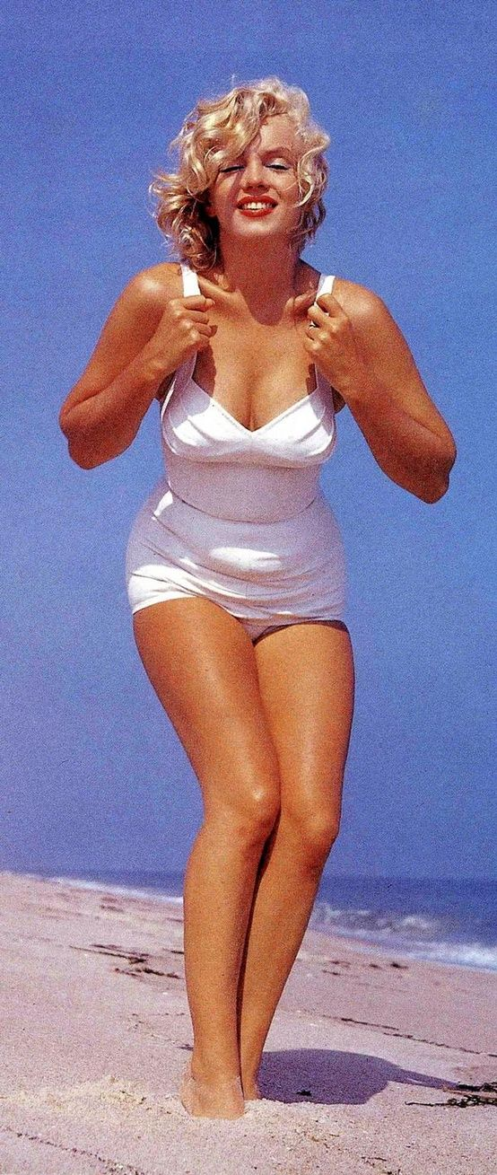 Marilyn Monroe at Amagansett Beach in the Hamptons photographed by Sam Shaw in 1958