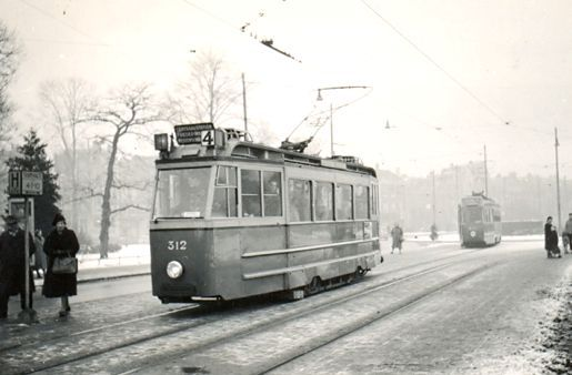 1955. View of the Frederiksplein with tram line 4. The Frederiksplein is an extension of the Utrechtsestraat. The square, which was established after the construction of the canal belt, is located between the Weteringschans and the Sarphatistraat. On the Frederiksplein, at the location of Paleis voor Volksvlijt before it burned down in 1929, is now located the building of the De Nederlandsche Bank. #amsterdam #1955 #Frederiksplein