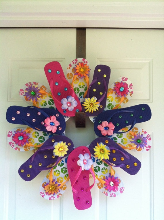 you need to do this for summer! // Flip Flop Wreath@Melinda Burke