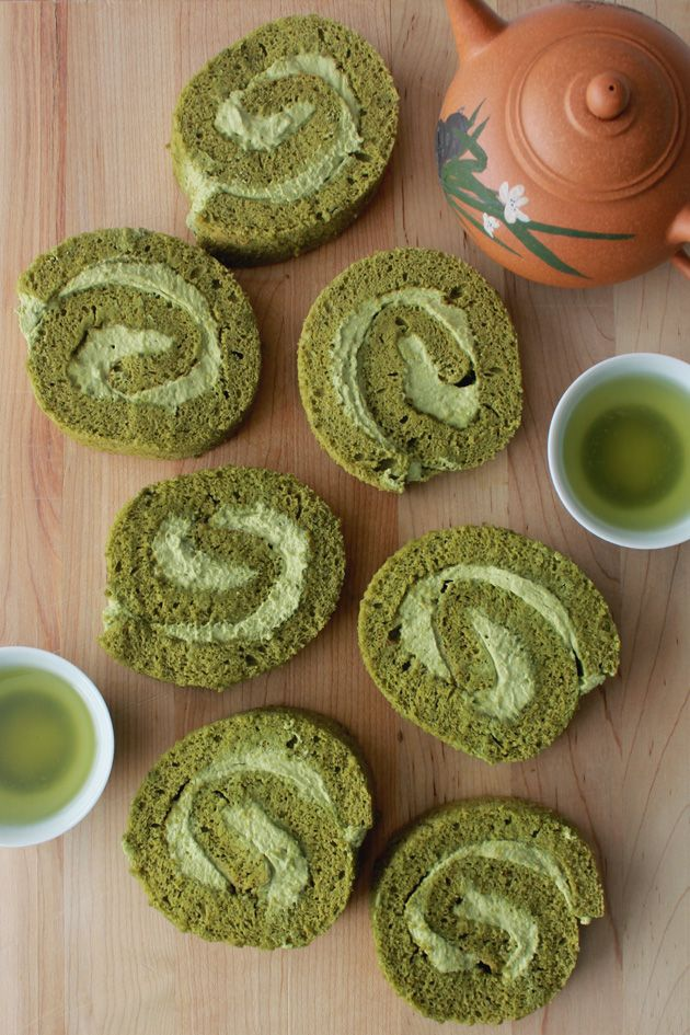 Green Tea Cake Roll | ohsweetday /4 cup cake flour2 tablespoons matcha powder1/2 teaspoon baking powder4 large eggs, separated3/4 cup granulated sugar2 tablespoons milkGreen Tea Whipped Cream1 cup whipping heavy2 tablespoons powdered sugar2 teaspoons matcha powder