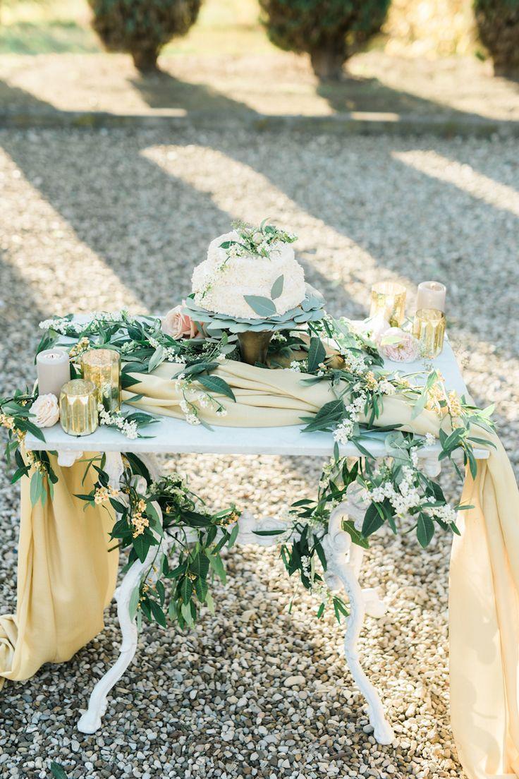 Organic Garden Wedding in an Italian Villa #italiandestinationwedding #outdoorweddingdecor #autumnweddingcolorpalette