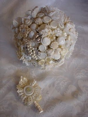 would she carry this?Bridal Bouquets, Lace Bouquets, Buttons Things, Buttons Crafts, Brooches Bouquets, Buttons Bouquets, Lace Wedding, Bridal Buttons, Beautiful Buttons