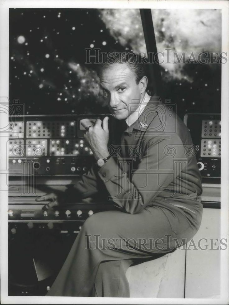 "1968 Press Photo Jonathan Harris plays a villain in ""Lost in Space"" on CBS-TV 
