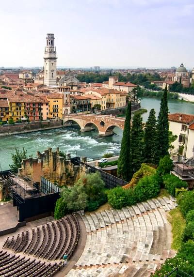 Verona, Italia. Verona straddles the Adige river in Veneto, Italy.