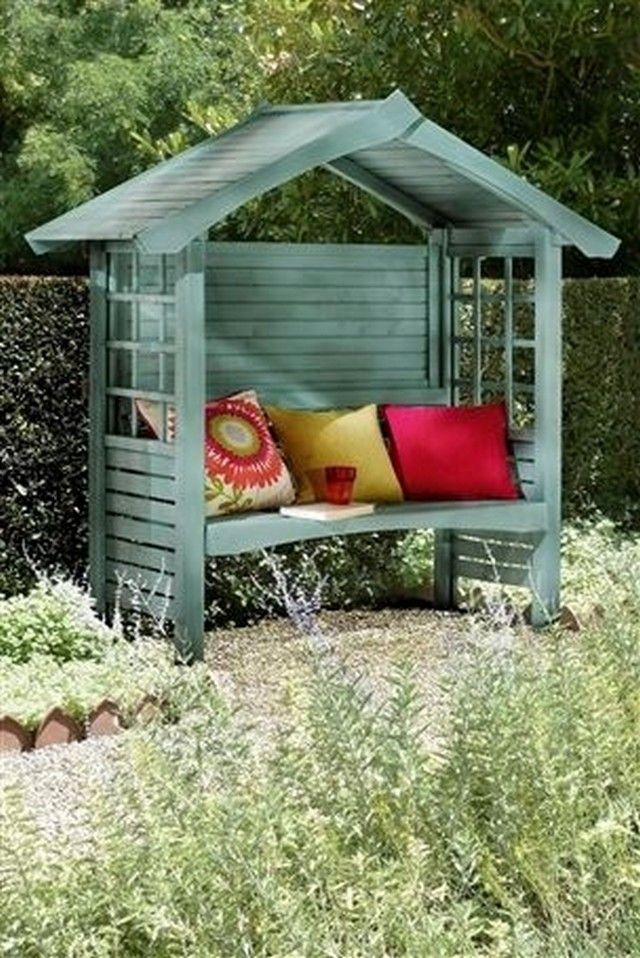 Just tell me how would you feel if this gazebo bench made with wooden pallets is installed inside your patio? I think this would just be an amazing feeling, you can furnish it using some colorful and comfortable couches to make it a place worth sitting for the entire family.
