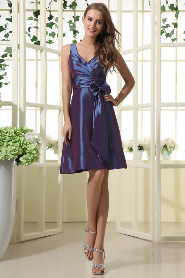 short taffeta dress with v neckline, for bridesmaids and wedding guests!