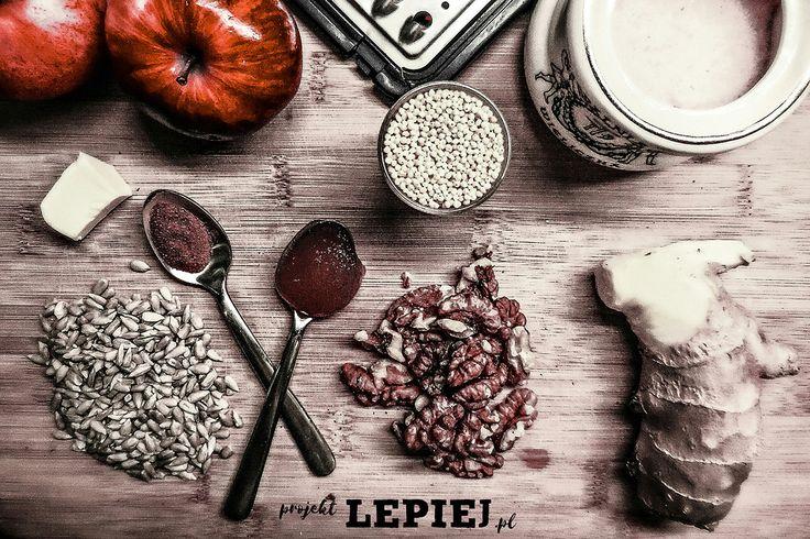 Projekt Lepiej - zdrowy przepis na szybkie śniadanie według Kuchni Pięciu Przemian. Kasza jaglana z jabłkami, cynamonem i bakaliami gotowa w 15 minut!