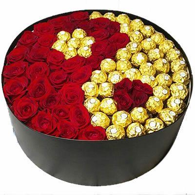 """35 роз и 48 конфет """"Ферреро Роше"""""""